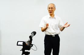 カメラの前で、プレゼンテーション指導から動画作成まで